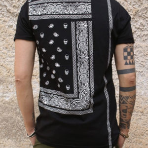 T-shirt nera con stampa