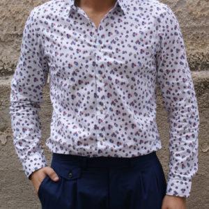 Camicia bianca con stampe
