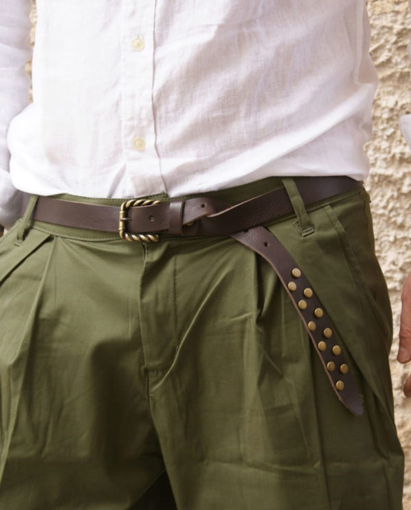 Cintura marrone con borchie