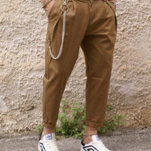 Pantalone cammello pinces e catena
