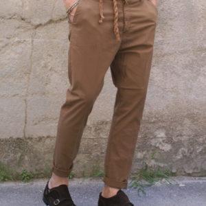 Pantalone capri slim cammello