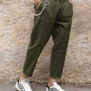 Pantalone verde pinces e catena
