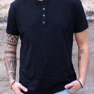 T-shirt serafino nera