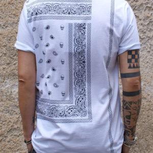 T shirt bianca con stampa teschi