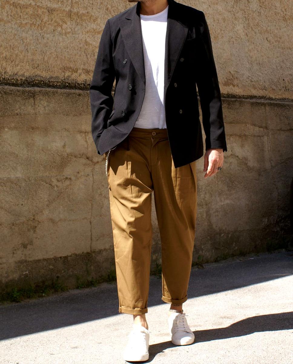 outfit giacca e pantalone cammello