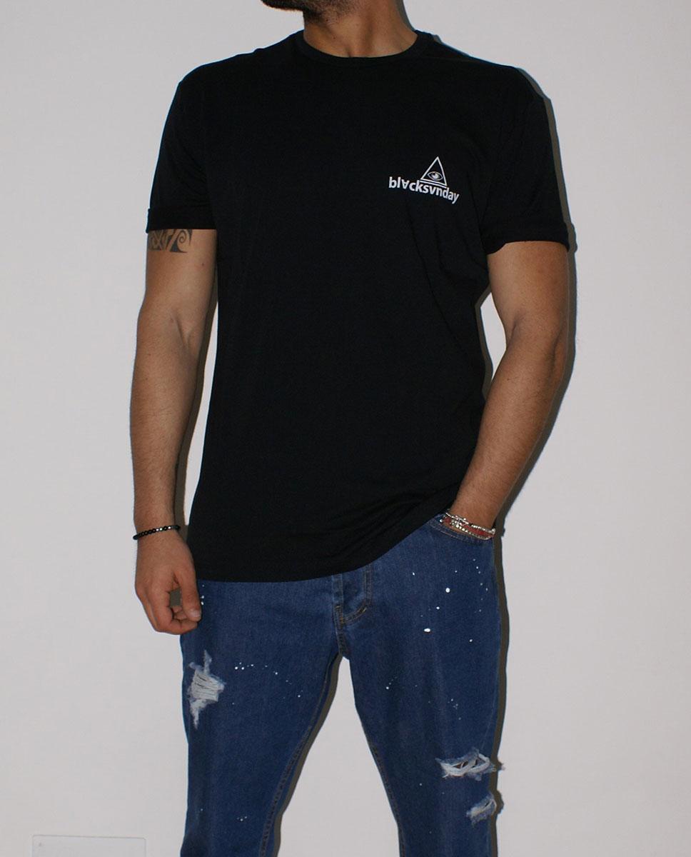 tshirt nera jeans