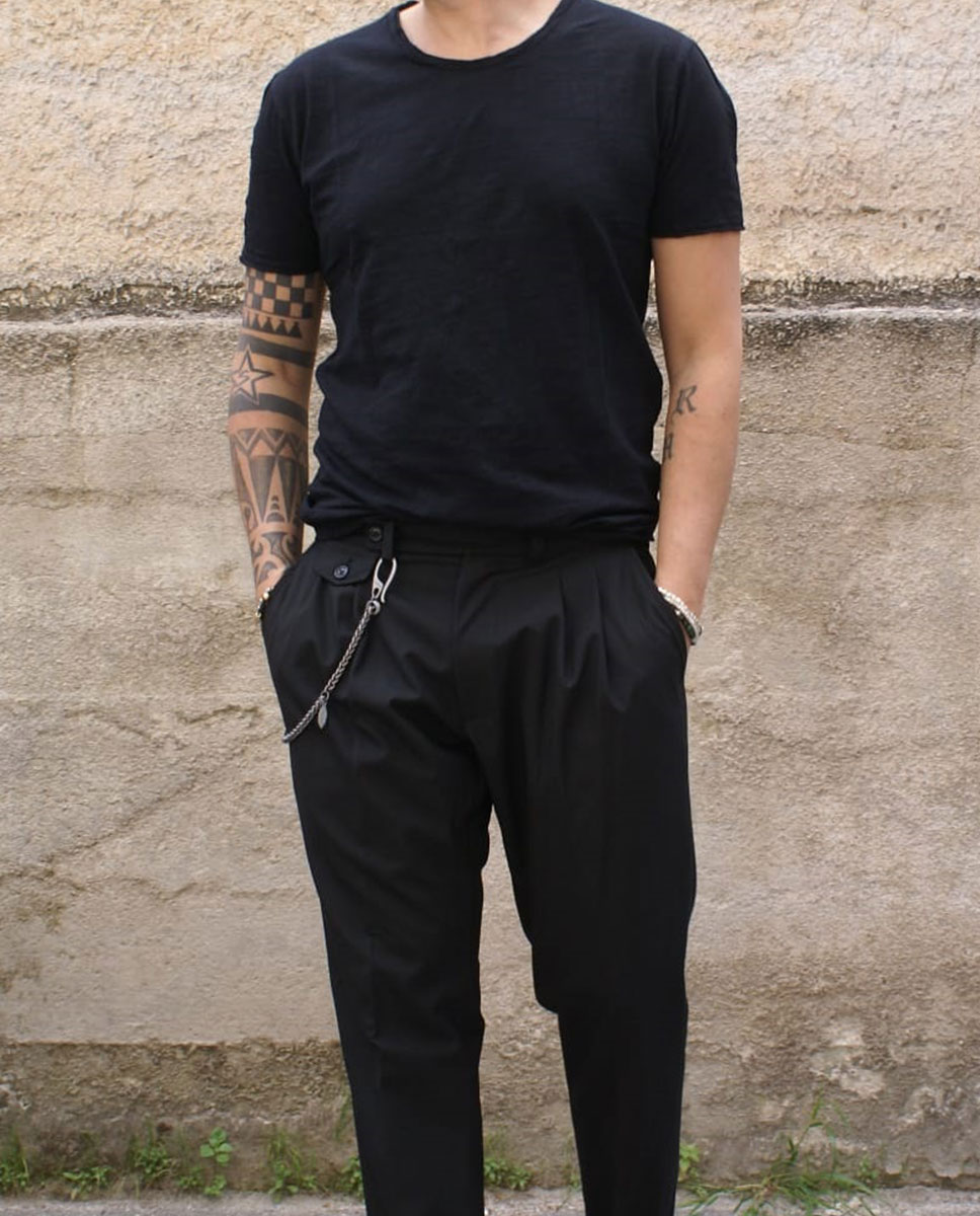 tshirt basic nera pantalone nero
